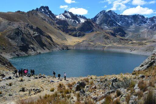trekking laguna rapagna escuela de montañismo zenda lima peru